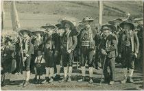 Landsturm von Villnöss in historischen Monturen. Lichtdruck 9 x 14 cm;, Impressum: R(udolf). Largajolli, Brixen 1910. Inv.-Nr. vu914ld00284
