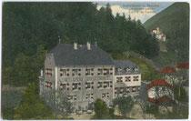 """Hotel Pension Ansitz """"Schrottwinkel"""" im Ortszentrum von Sand in Taufers. Farblichtdruck 9 x 14 cm; ohne Impressum, um 1910.  Inv.-Nr. vu914fld00019"""