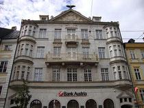 Landeszentrale der Bank Austria (vormals Creditanstalt-Bankverein) in Innsbruck, Innere Stadt, Maria-Theresien-Straße 36 (bis 1908 dort Palais Ottenthal). Digitalphoto; © Johann G. Mairhofer 2012.  Inv.-Nr. 1DSC04853