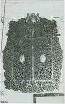 Wandversenkter barocker Flügelschrank in einem der Ansitze von Dietenheim. Gelatinesilberabzug 9 x 1 4 cm; Impressum: A(lfred). Stockhammer, Hall in Tirol 1919.  Inv.-Nr. vu914gs00242