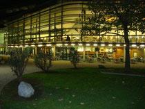 Bibliothek der SOWI (Sozial- und Wirtschaftswissenschaftliche Fakultät der Universität Innsbruck) auf dem Campus Universitätsstraße. Digitalphoto; © Johann G. Mairhofer 2014. Inv.-Nr. 2DSC01536