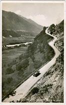 Abschnitt der Zirlerbergstraße vor der Kehre mit 23 % Steigung um 1925.  Gelatinesilberabzug 9 x 14 cm; Impressum: Verlag Anian Irl, Hofphotograph, Mittenwald a. d. Isar um 1930.  Inv.-Nr. vu914gs00692