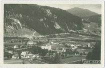 Ried im Oberinntal mit Jagdschloss Siegmundsried. Gelatinesilberabzug 9 x 14 cm; Impressum: Wilhelm Stempfle, Innsbruck um 1925.  Inv.-Nr. vu914gs00567