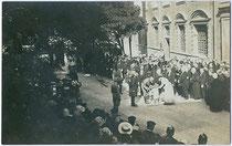 Empfang von Thronfolger Karl I. von Habsburg in Feldadjustierung in Hall in Tirol am 15. 6. 1915. Gelatinesilberabzug 9x14cm, A(lfred). Stockhammer, Hall in Tirol.  Inv.-Nr.  vu914gs00062