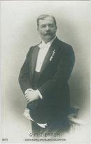 Carl Michael Ziehrer (1843-1922), u.a. Komponist, Militärkapellmeister und Hofcapellmusikdirektor. Gelatinesilberabzug 9 x 14 cm; Impressum: B.K.W.I. (Brüder Kohn, Wien 1. Bezirk) um 1907.  Inv.-Nr. vu914gs00768