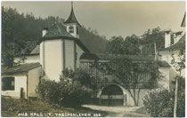 Kapelle vom Ansitz TASCHENLEHEN in Ampass bei Hall in Tirol. Gelatinesilberabzug 9 x 14 cm; Impressum: A(lfred). Stockhammer, Hall 1914.  Inv.-Nr. vu914gs00051