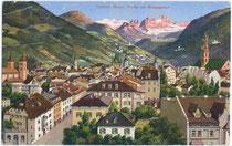 Museumstraße in Bozen von Westen gegen Rosengartengruppe. Photochromdruck (Vorlage wohl ein handcolorierter Photoabzug) 9 x 14 cm; Impressum: Lorenz Fränzl, Bozen um 1914.  Inv.-Nr. vu914pcd00028