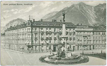 Vereinigungsbrunnen zur Erinnerung an die Eingemeindung von Wilten (1904) beim Hotel Goldene Sonne (heute ÖGB) in Innsbruck. Lichtdruck 9 x 14 cm; Impressum: C.L.I. um 1905.  Inv.-Nr. vu914ld00063