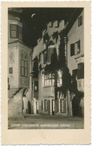 """Café Restaurant """"Nussbaumer"""" in der Altstadt von Klausen (heute Bezirksgemeinschaft Eisacktal), Südtirol. Gelatinesilberabzug 9 x 14 cm; Impressum: Theo Forstner, Klausen um 1925.  Inv.-Nr. vu914gs01169"""