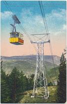 Fahrgastkabine der 2. Generation (1912 - 1948) der 1908 eröffneten Kohlerer Bahn von Kampill nach Kohlern, ehem. Gde. Zwölfmalgreien (1911 nach Bozen eingemeindet). Photochromdruck 9 x 14 cm; Impressum: Joh. F. Amonn, Bozen 1913.  Inv.-Nr. vu914pcd00350