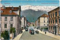 Zweigleisige Straßenbahntrasse in der Leopoldstraße in Wilten. Photochromdruck 9 x 14 cm; Impressum: Wilhelm Stempfle Innsbruck um 1910.  Inv.-Nr. vu914pcd00093