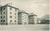 Caserme al Fersina (vormals Kaiserjägerkaserne) in Trento / Trient, via Veneto. Lichtdruck 9 x 14 cm; Impressum:  G(iovanni). B(attista). Unterveger,  Trento nach 1919.  Inv.-Nr. vu914ld00222