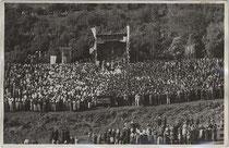 """Festgottesdienst anlässlich 300 Jahre """"Großer Gott in Agums"""" 1918. Gelatinesilberabzug 9x14cm; M. Spiess, Mals. Inv.-Nr. vu914gs00239"""