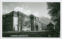 Universitätshauptgebäude (li.) und Universitätsbibliothek (re.) in Innsbruck, Innere Stadt, Innrain 52; 1911 - 1924 im Neobarock nach Plänen von Eduard Mathias Zotter erbaut. Gelatinesilberabzug 9 x 14 cm ohne Impressum, um 1935.  Inv.-Nr. vu914gs00746