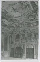 Fresken von Kaspar Waldmann (1657-1720) im Magdalenensaal vom Sommerhaus des ehem. Kgl. Damenstifts in Hall i.T., Milser Str. 2a. Gelatinesilberabzug 9 x 14 cm; Impressum: A(ugust). Riepenhausen, Hall in Tirol um 1920.  Inv.-Nr. vu914gs00352