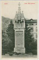 Denkmal für Peter Mayr, Wirt an der Mahr bei Brixen (eingeweiht 1900) am Pfarrplatz in Bozen. Lichtdruck 9 x 14 cm; Stengel & Co., Dresden 1911.  Inv.-Nr. vu914ld00155