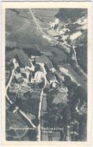 Burg St. Martinsberg, heute Martinsbühel u.a. Jagdhof Kaiser Maximilians in Zirl, Luftaufnahme freigegeben vom Verteidigungsministerium Wien 1937. Gelatinesilberabzug 9 x 14 cm; Seemann & Rasch, Wien.  Inv.-Nr. vu914gs00391