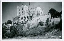 Schloss ITTER am Eingang ins Brixental. Gelatinesilberabzug 9x14cm; Ad(olf). Künz, Innsbruck; postalisch gelaufen 1941.  Inv.-Nr. vu914gs00397