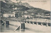 Ehem. Eisenfachwerkbrücke der 1891 eröffneten Lokalbahn Innsbruck-Hall in Tirol (L.B.H.i.T.) über den Inn zwischen dem Saggen und Mühlau. Heliogravüre 9 x 14 cm; Impressum: Verlag Ernst Schmid, Innsbruck 1907.  Inv.-Nr. vu914hg00061