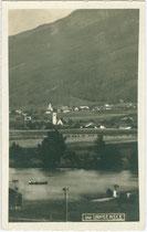 Der Lanser See in Lans auf dem südöstlichen Tiroler Mittelgebirge (Terrassenlandschaft bei Innsbruck). Gelatinesilberabzug 9 x 14 cm. Impressum: Wilhelm Stempfle, Innsbruck; postalisch gelaufen 1927.  Inv.-Nr. vu914gs01030