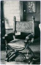 Scherenstuhl aus dem Inventar von Schloss ITTER. Gelatinesilberabzug 9x14cm; Georg Angerer, Schwaz um 1920.  Inv.-Nr. vu914gs00053