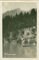 Hungerburgsee gegen Brandjoch; 1912 als Teil der Seehof-Anlagen eröffnet und 1933 aufgelassen worden. Gelatinesilberabzug 9 x 14 cm; Impressum: Foto Dialer, Innsbruck um 1925.  Inv.-Nr.  vu914gs01029