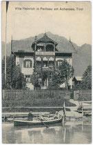 """Villa """"Heinrich"""" in Pertisau am Achensee, Gemeinde Eben, Bezirk Schwaz, Tirol. Lichtdruck 9 x 14 cm; Impressum: Fotograf Puscher, Freudenthal um 1910.  Inv.-Nr. vu914ld00010"""