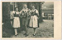 Gesangstrio Geschwister Buchberger (Käthe 1904-1998, Martin 1907-1945, Anny 1911-1980) alle in Wörgl geboren, im Kindesalter nach Innsbruck-Hötting übersiedelt. Gelatinesilberabzug 9 x 14 cm; Paul Hagemeister, Seefeld in Tirol 1939.  Inv-Nr. vu914gs00547