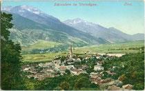 Schlanders im Vinschgau (Südtirol) mit Pfarrkirche Mariä Himmelfahrt von Nordosten. Photochromdruck 9 x 14 cm; Impressum: Joh(ann). F(ilibert). Amonn, Bozen 1907.  Inv.-Nr. vu914pcd00277