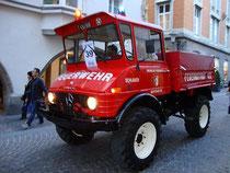 """Schlauchwagen der Freiwillen Feuerwehr Mayrhofen im Zillertal, Bezirk Schwaz, Tirol beim Corso anlässlich """"140 J. Tir. Feuerwehrverband"""" in Innsbruck. Digitalphoto; © Johann G. Mairhofer 2012.  Inv.-Nr. DSC05336"""