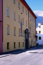 Fassade des Ansitz Augenweydstein, erbaut von den Grafen Lodron. Farbdiapositiv 24 x 36 mm; © Johann G. Mairhofer 1998.  Inv.-Nr. dc135fuRA679.1_15