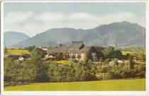 Erstes Passionsspielhaus in Erl bei Kufstein, Tirol (errichtet 1908 bis 1911), welches 1933 nach vermutlicher Brandstiftung 1933 vollständig niedergebrannt war. Farbautotypie 9 x 14 cm; Eigenverlag des Veranstalters um 1912.  Inv.-Nr. vu914fat00056