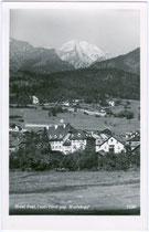 Muttekopf (Parzinn), 2.774 m ü(ber). A(dria) in den Lechtaler Alpen; im Vordergrund Hotel POST. Gelatinesilberabzug 9x14cm; R(udolf). Mathis, Landeck; postalisch gelaufen 1957.  Inv.-Nr. vu914gs00296