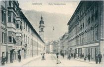 Die Palais Ehrentreitz-Paumbhausen (links) und Sarnthein (rechts), Maria-Theresien-Straße 44 bzw. 57 direkt bei der Triumphpforte von Süden. Lichtdruck 9 x 14 cm ohne Impressum 1907.  Inv.-Nr.  vu914ld00017