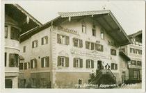 """Touristen Gasthof zum Eggerwirt A. A. Hechenberger"" in Kitzbühel, Untere Gänsbachgasse 12. Gelatinesilberabzug 9 x 14 cm; Impressum: Sepp Ritzer & Ellis Braunhoff, Innsbruck um 1925.  Inv.-Nr. vu914gs01101"