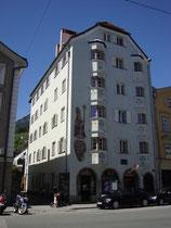 """Ehemaliger Gasthof """"zum Goldenen Stern"""" in Innsbruck-St. Nikolaus, Innstraße 59-63, 1902 Quartier des Schriftstellers Otto Julius Bierbaum vor seiner Alpenüberquerung per Automobil. Digitalphoto; © Johann G. Mairhofer 2013.  Inv.-Nr. 1DSC06869"""