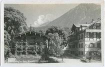 Brauerei mit Gastwirtschaft in Jenbach, Bezirk Schwaz, Tirol. Gelatinesilberabzug 9 x 14 cm ohne Impressum; postalisch gelaufen 1938.  Inv.-Nr. vu914gs00034