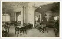 """Café Restaurant """"Maximilian""""  in der Maria-Theresien-Straße  Ecke Anichstraße um 1910. Gravüretintodruck 10 x 15 cm.  Impressum: Wagner'sche k.k. Universitäts-Buchdruckerei Innsbruck um 1910.  Inv.-Nr. vu105at00001"""