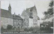 Ansitz Jöchlsthurn in Sterzing (Südtirol), 1836 bis 1969 Bezirksgericht mit Gefängnis. Gelatinesilberabzug 9 x 14 cm; A(lfred). Stockhammer, Hall in Tirol 1910.  Inv.-Nr. vu914gs00138