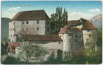 Schloss Schenna - 1844 von Erzherzog Johann von Österreich erworben - in gleichnamiger Gemeinde bei Meran im Burggrafenamt, Südtirol. Farblichtdruck 9 x 14 cm; Impressum: B. Lehrburger, Nürnberg um 1905.  Inv.-Nr. Vu914fld00023