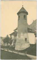 Rundturm der Kirche zur Hl. Dreifaltigkeit beim Castello de Zanna in Cortina d'Ampezzo, Fraktion Maion. Gelatinesilberabzug 9 x 14 cm; Impressum: F(ranz). PETER, Meran 1912.  Inv.-Nr. vu914gs00320