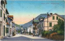 nnsbrucker Straße in Wörgl von Westen gegen den Pölven in den Kitzbüheler Alpen. Farblichtdruck 9 x 14 cm; Impressum: Raim(und). Haselberger, Wörgl 1918.  Inv.-Nr. vu914fld00003