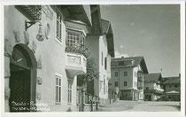 """Pension """"Villa Luna"""" (heute Hotel """"Mondschein"""") an der Dolomitenstraße in Sexten im Pustertal, Südtirol. Gelatinesilberabzug 9 x 14 cm ohne Impressum, handschriftl. dat. """"22.-23.8.48"""".  Inv.-Nr. vu914gs00651"""