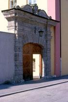 Seitenportal des Ansitz Augenweydstein, erbaut von den Grafen Lodron. Farbdiapositiv 24 x 36 mm; © Johann G. Mairhofer 1998.  Inv.-Nr. dc135fuRA679.1_16