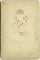Revers von Cabinetphoto Inv.-Nr. vuCAB-00362 - Infanterieoffizier auf Dienstpferd aufgesessen, G. Bendelli, Trento phot.