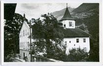"""Pension """"Steinerhof"""" (Ehemaliges Richterhaus) in Silz, Bezirk Imst, Tirol. Gelatinesilberabzug 9 x 1 4 cm; Impressum: D. Ebner, Fotograf, Innsbruck, Grenzstraße 4 um 1935.  Inv.-Nr. vu914gs00375"""