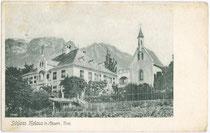 Schloss Melans mit Gleirsch-Halltal-Kettte im Karwendel. Heliogravüre 9 x 14 cm; kein Impressum; postalisch befördert 1910.  Inv.-Nr. vu914hg00008