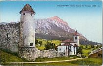 Castello de Zanna und Kirche zur Hl. Dreifaltigkeit in Cortina d'Ampezzo, Fraktion Maion mit Sorapiss (3.205m). Photochromdruck 9 x 14 cm; Impressum: Gerstenberger & Müller, Bozen um 1910.  Inv.-Nr. vu914pcd00173