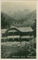 Mineralbad (heute Gasthof) in Mieders im Stubaital, Bezirk Innsbruck-Land, Tirol. Gelatinesilberabzug 9 x 14 cm; Impressum: Oskar Mittmann, Fulpmes 1923.  Inv.-Nr. vu914gs01105