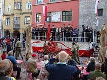 """Historischer Handspritzenwagen von 1906 der Freiwilligen Feuerwehr Kundl; Corso anlässlich der Fachmesse """"Feuerwehr Alpin"""" in Innsbruck, 19.-21.10.2012. Digitalphoto; © Johann G. Mairhofer.  Inv.-Nr. DSC05303"""